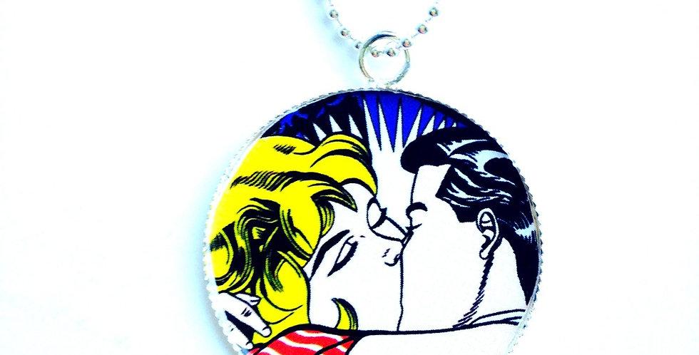 Sautoir THE KISS d'après un tableau Pop art