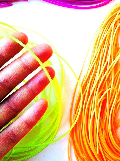 Fils de scoubidou fluo - violet et orange. Lot de 20 brins, longueur 80 cm