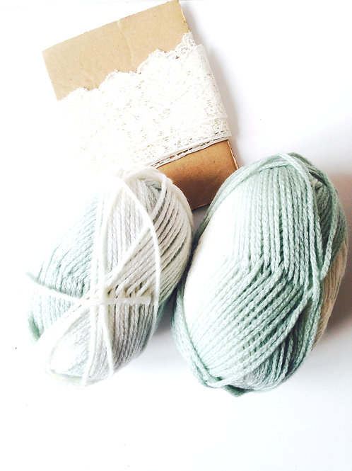 200 grs de laine vert / blanc crème 72% acrylique 18% laine 10% polyamid