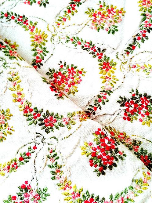Mini coupon de tissu beige style empire, brodé, fleurs, vert / rouge chute 0.65