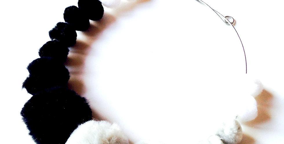 Parure collier + boucles DUELLE, gris, blanc, noir, perles fausse fourrure