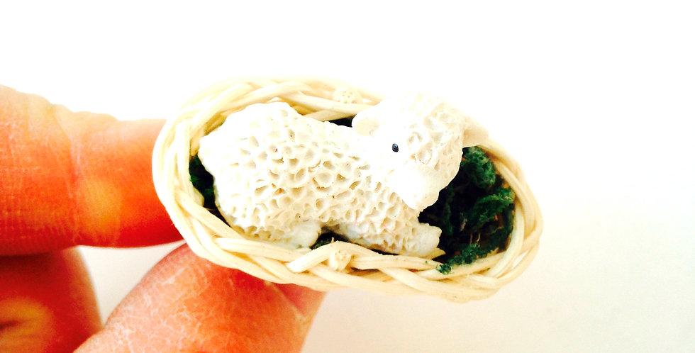 Bague TIMOUTON, mouton dans son panier miniature, anneau argenté ajustable