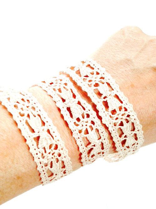 Galon de dentelle ancienne faite main réhabilitée, en coton beige rosé