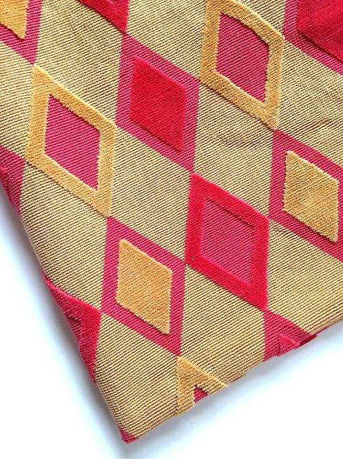 Coupon de toile ARLEQUIN, losanges rouges et ocres, type velours côtelé 105 x 60