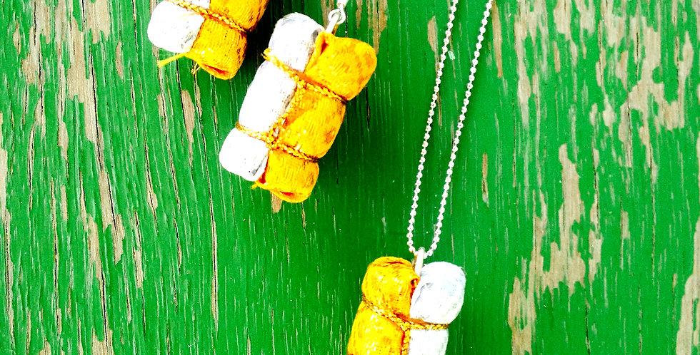 Parure SOIE-TOI, baluchons de soie, blanc / doré