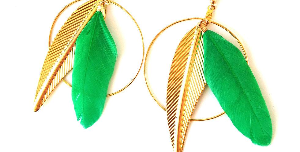 Boucles d'oreilles créoles dorées BELLE OISELLE, plume verte