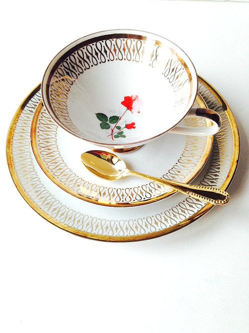 Tasse à thé, porcelaine fine de Bavière, pour 1 personne. Doré et blanc, vintage