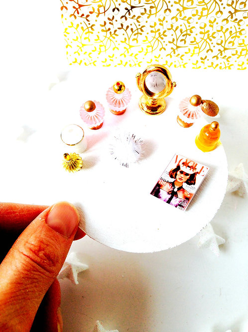 Table boudoir miniature pour chambre de maison de poupée