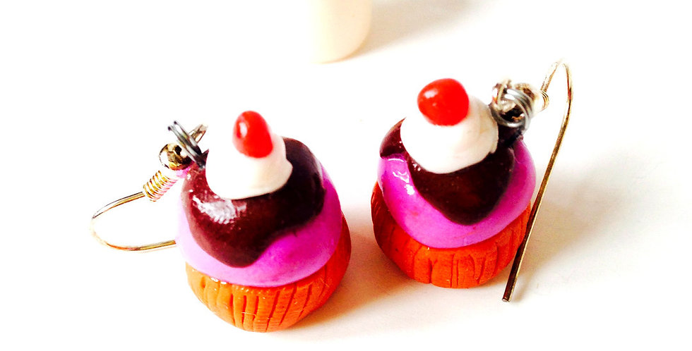 Boucles d'oreilles CUPCAKES GOURMANDS, miniatures, rose, chocolat, par saucisse
