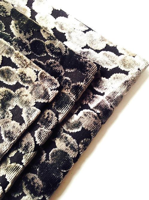 Chutes de tissu -- 3 coupons, tissu noir gris à pastilles velours reflets dorés