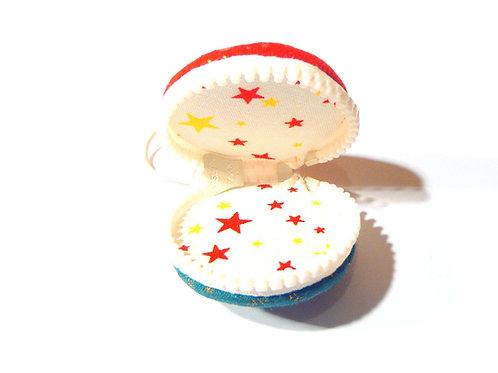 Boîte Macaron en tissu zippée, ROUGE / VERT intérieur étoiles, fermeture