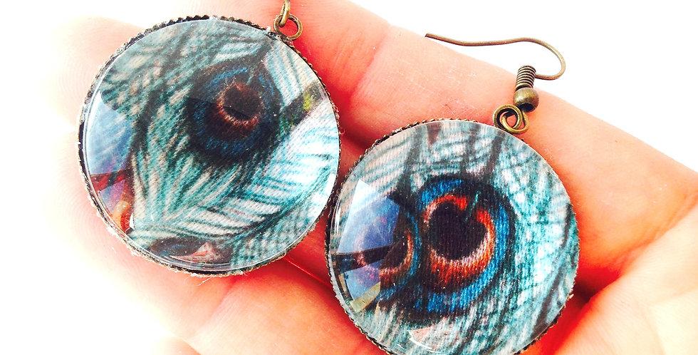 Boucles d'oreilles PEACOCK, tissu avec ocelles de paon, cabochon verre bronze