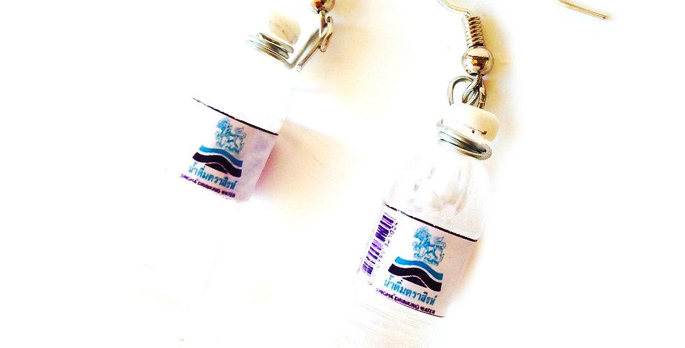 Boucles d'oreilles LA RUE DE LA SOIF, bouteilles d'eau miniatures
