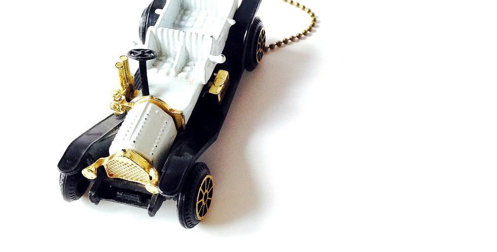Sautoir LA GUIMBARDE, voiture 1900 miniature, chaîne bronze