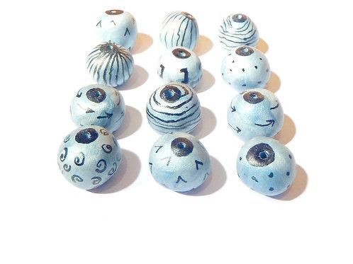 Perles argentées faites main en pâte polymère