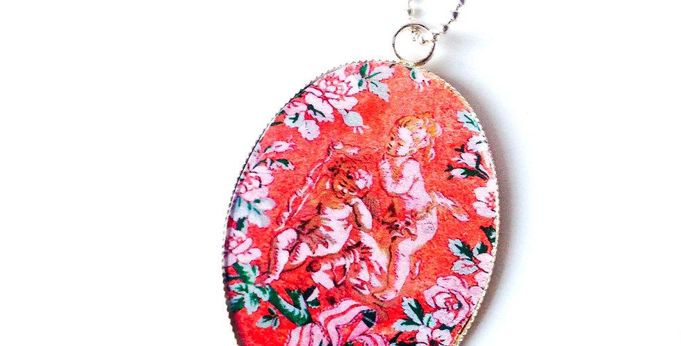 Sautoir LES SÉRAPHINS, motif floral, angelots miniatures pendentif ovale