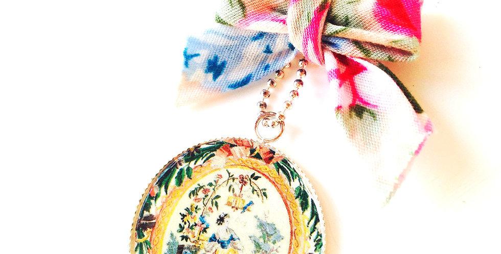 Sautoir LE BOSQUET, motif floral, noeud en coton fleuri par The Sausage