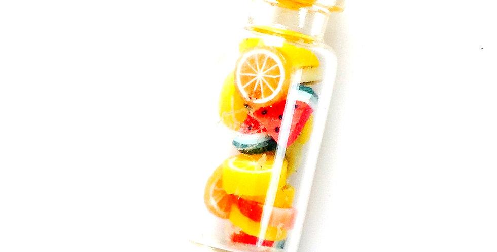 Sautoir L'OPTION MULTIFRUITS, bouteille miniature verre mini morceaux de fruits,