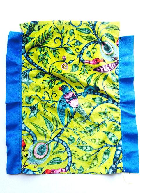 Tissu -- Morceau de tissu chamarré, motif jungle, tissu éponge cousu bords bleus