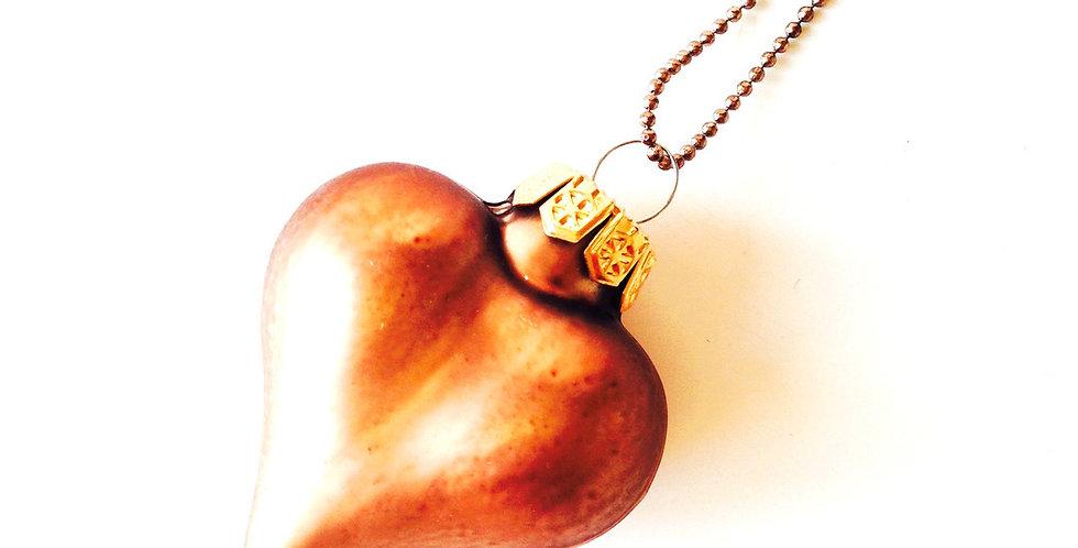 Sautoir LE COEUR EMBRUMÉ, petit coeur cuivré en verre par Saucisse