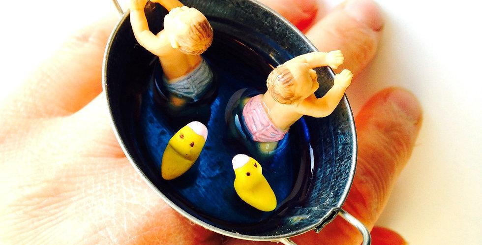Bague DANS LE GRAND BAIN, bébés miniatures dans leur bain, mini canards
