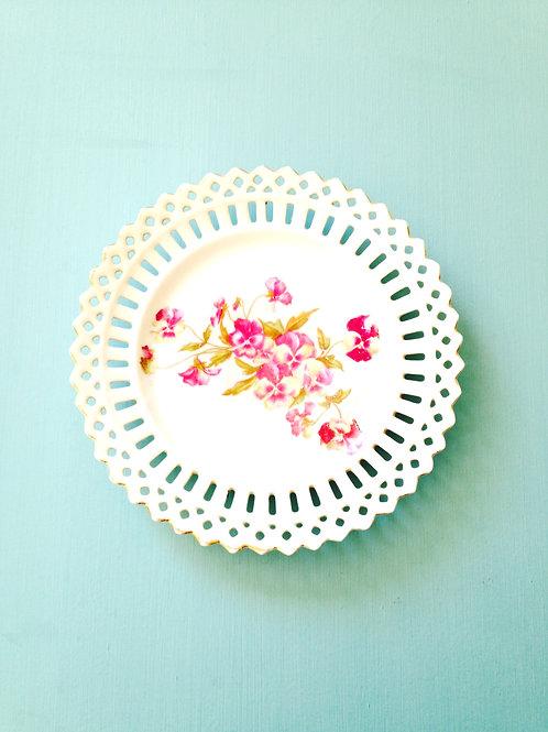 Assiettes réticulées, porcelaine / Reticulated plates, porcelain antiques