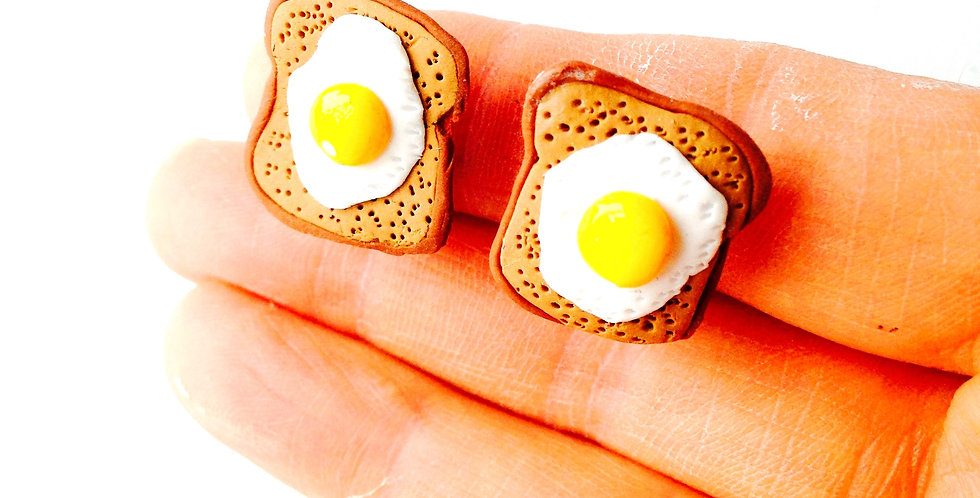 Boucles d'oreilles CLIPS, EGGS ON TOAST, oeufs au plat miniatures sur toast