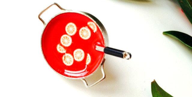 Bague Le VIN CHAUD à la cannelle, petit faitout miniature argenté