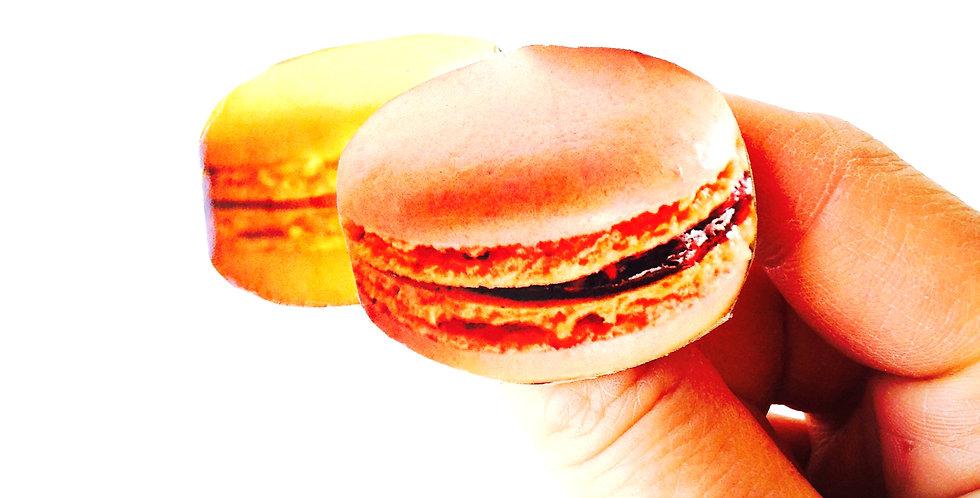 Broche -- MONSIEUR LE PRÉSIDENT, macarons, abricot pêche
