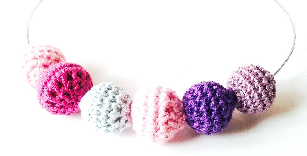 Collier ras du cou VIOLET / ROSE en perles crochetées