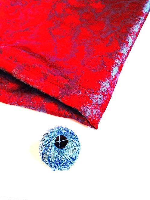 Très beau coupon LUXE rouge foncé aux reflets bleus satinés, effets chatoyants