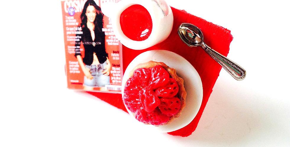 Bague STRAWBERRY THERAPY, thé miniature et tartelette fraise
