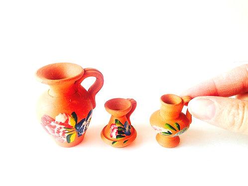 Poterie miniature, terre cuite, jarres miniatures décorées