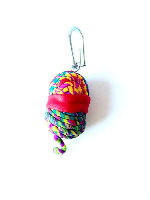 Breloque pelote de laine chinée, multicolore