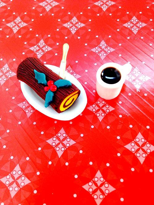 Bûche de Noël Miniature, sur plat ovale, avec petit couteau doré
