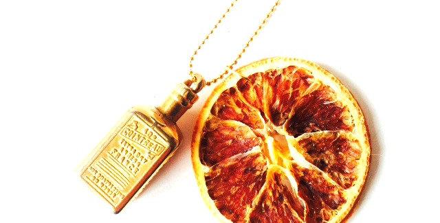 Sautoir COIN TROP N'EN FAUT, cointreau miniature et rondelle orange séchée