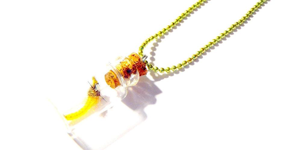 Sautoir LE MINI MINI TRUC JAUNE, ver jaune miniature, chaîne verte