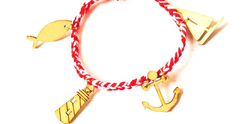 Bracelet tressé rouge avec petits charms marins