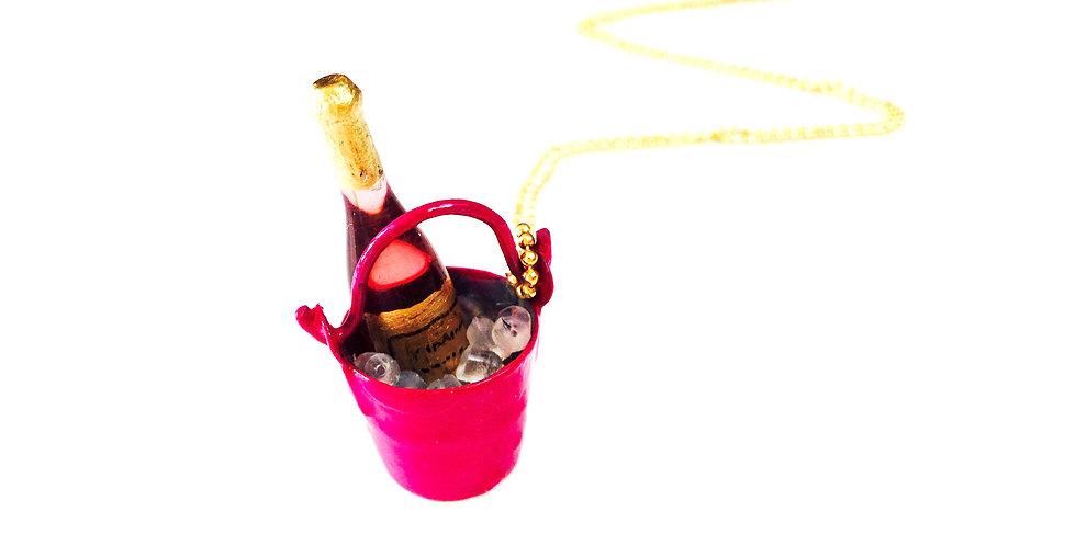 Sautoir CHAMPAGNE ROSÉ, ET PLAGE PRIVÉE, seau miniature, rose fuchsia