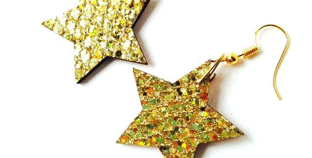 Boucles d'oreilles étoiles dorées paillettes, noël, en bois, par The Sausa