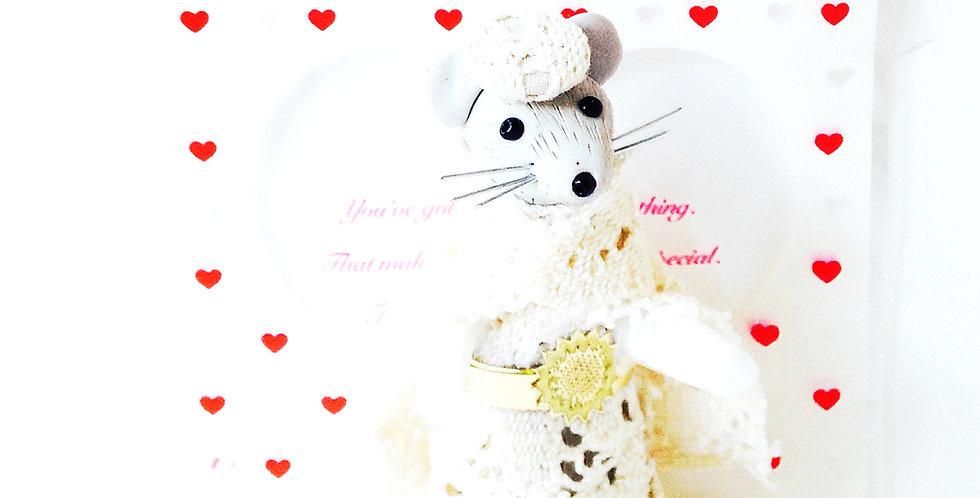 Figurine poupée souris miniature de collection MRS. MIRKA RATTENDISH