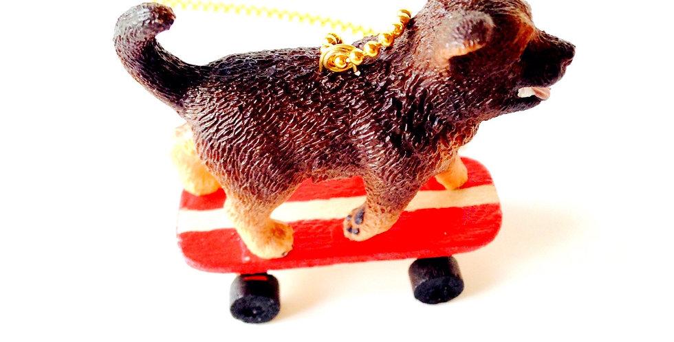 Sautoir LE CHIEN À ROULETTES, miniature, skateboard