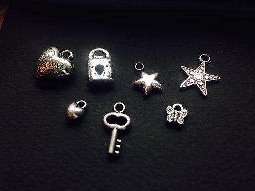Charms - Ensemble de petits charms argentés, tous différents pour création bijou