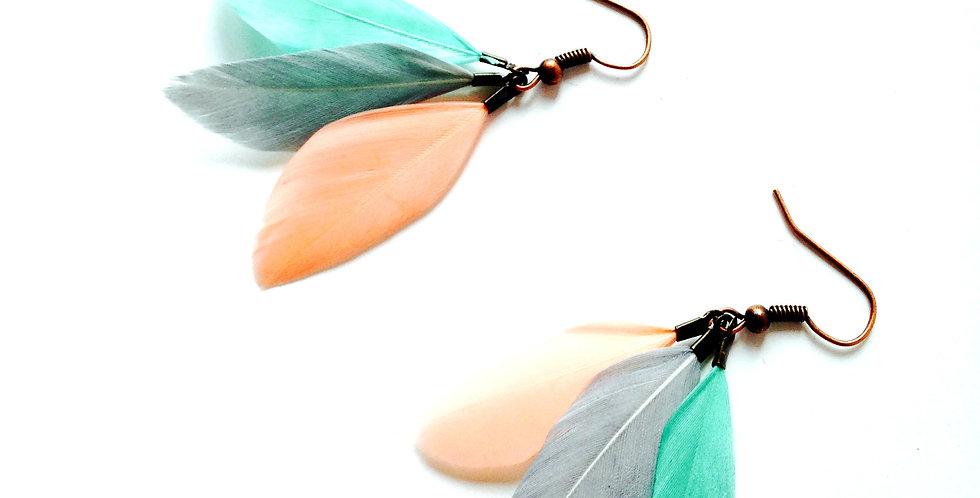 Boucles d'oreilles GUARANI, trois plumes pastel