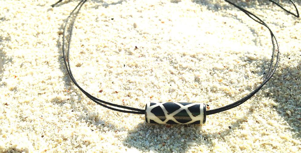 Collier ras du cou SEA OF SUN perle python noire et blanche, ajustable