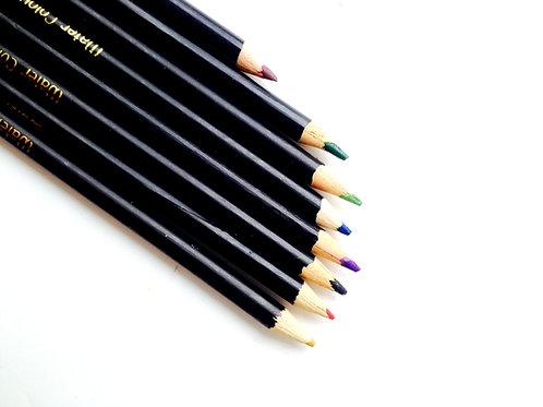 Crayons de couleur, lot de 8. Produit d'occasion