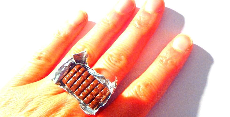 Bague LE DÉSIR ET LE PLAISIR, plaque de chocolat lait miniature, ajustable