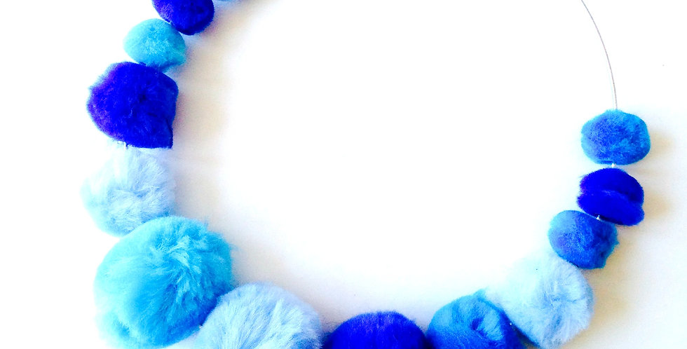 Collier ras du cou LAGON, perles fourrure bleues