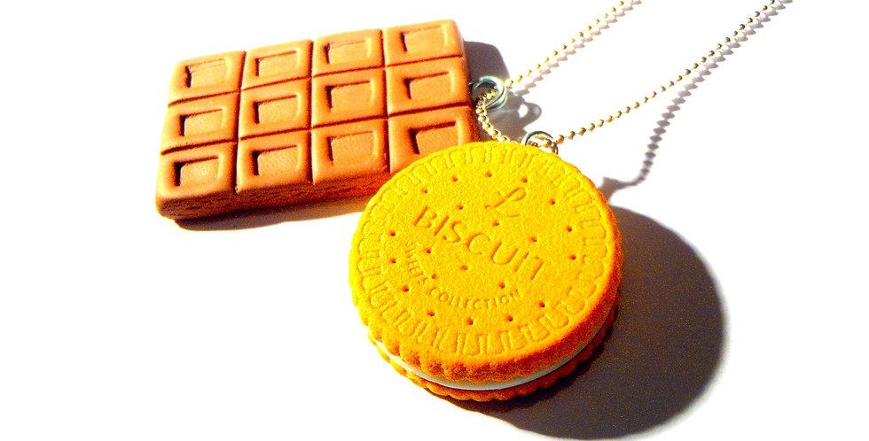Sautoir LE KIT DE SURVIE, gateau et chocolat