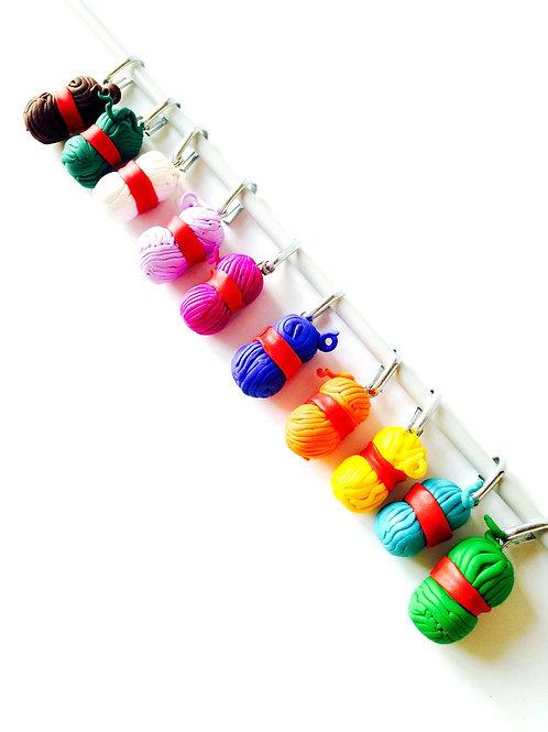 Lot de 10 anneaux marqueurs de tricot, en forme de pelotes multicolores, en fimo
